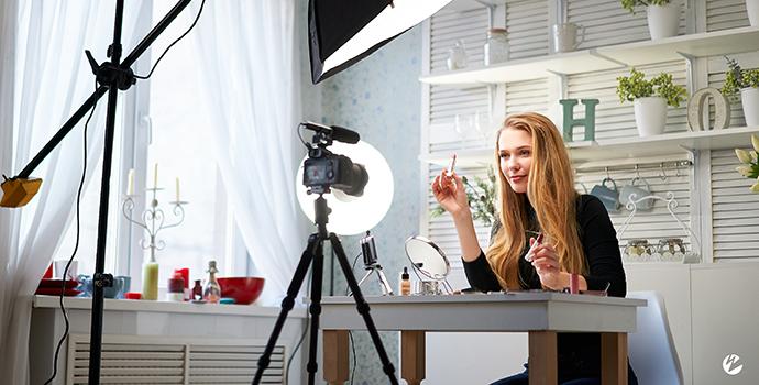 Influencer Live Streaming Makeup Tutorial
