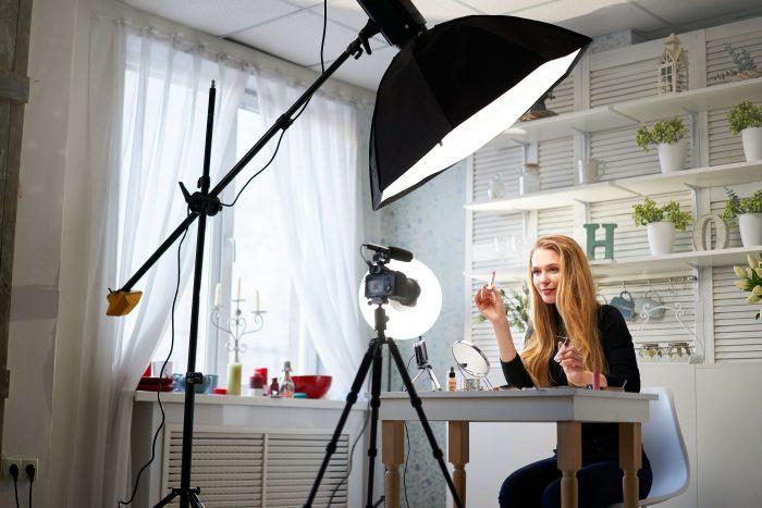Live stream makeup tutorial from influencer